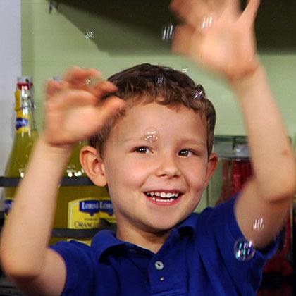 Mi hijo tiene tartamudez, ¿cómo puedo ayudarlo?