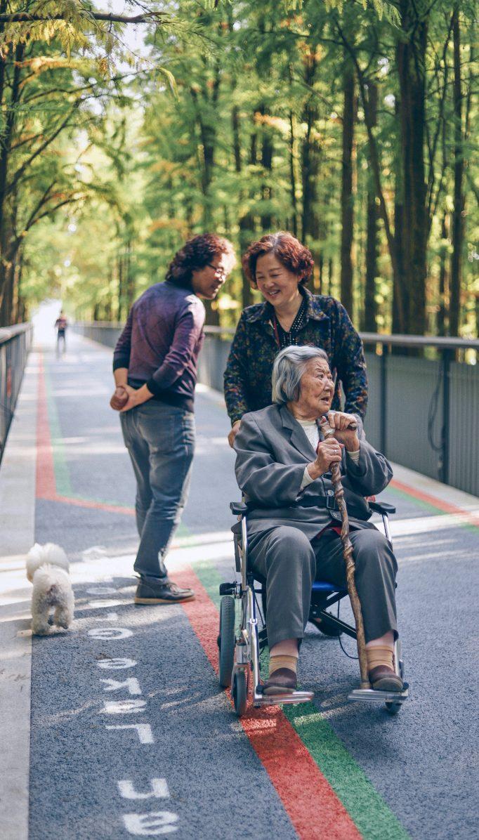 Cómo relacionarnos con padres ancianos sin sentirnos culpables