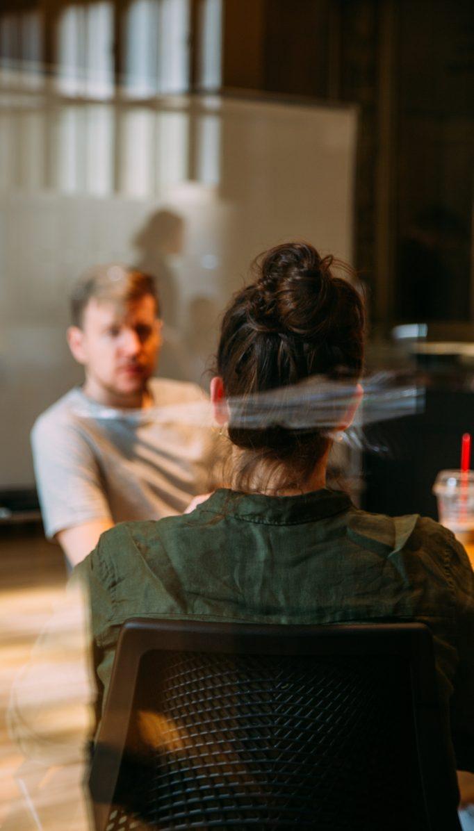 Psicólogo online para tomar decisiones en el amor: cómo te ayuda la terapia