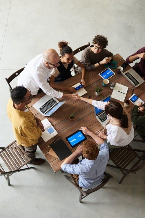 Teambuilding: dinámicas que ayudan a consolidar equipos (+ ejemplos)